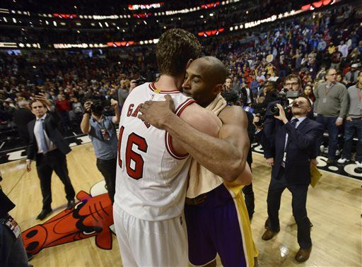 6889ffd9140f Bulls beat Lakers 126-115 to spoil Kobe s Chicago farewell