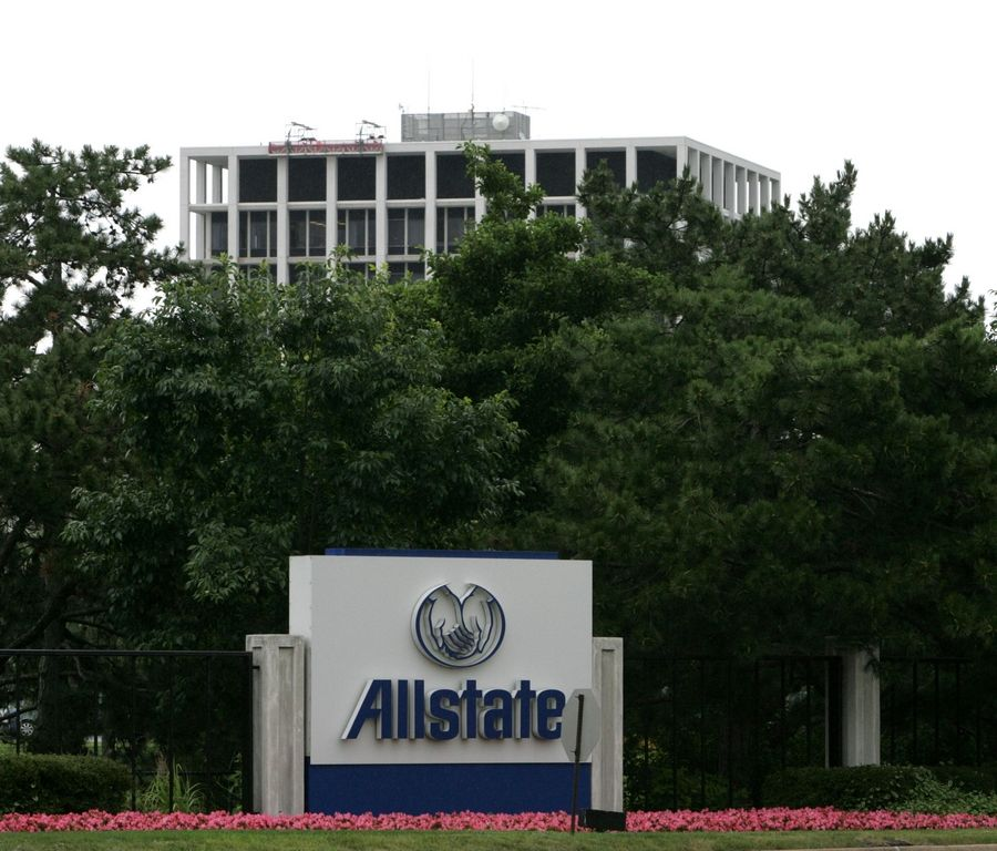 Allstate Corp. said it will create a new innovation hub at the Merchandise Mart in downtown Chicago, moving about 400 related jobs there from its headquarters in Northbrook.