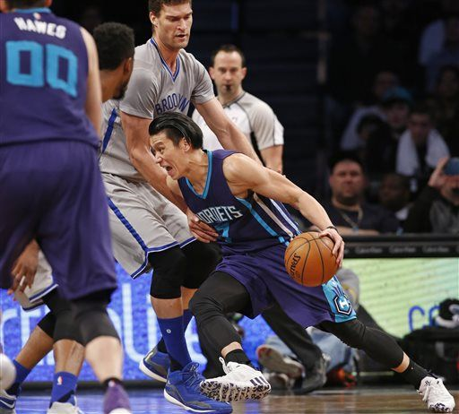 8d127be22605 Charlotte Hornets guard Jeremy Lin (7) drives against Brooklyn Nets center  Brook Lopez during