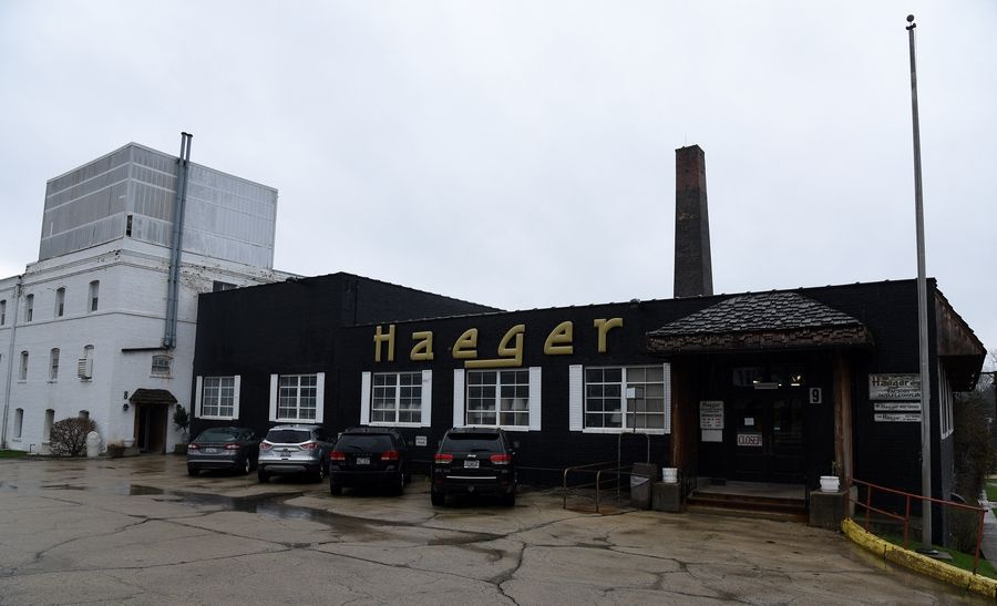 East Dundee's Haeger Potteries will be closing after 145 years in business.