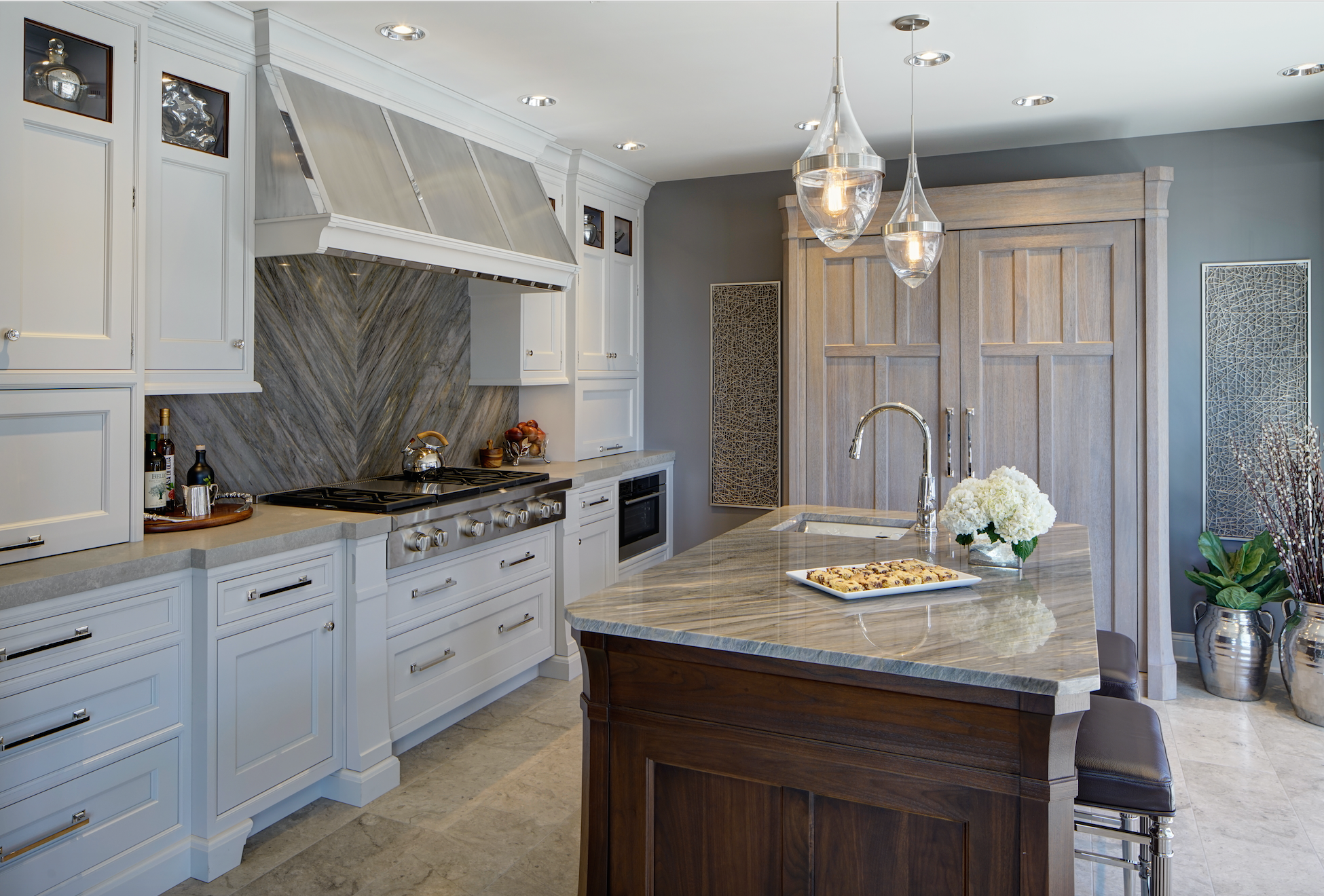 Rutt cabinetrys ruskin series is designed by scott stultz drury designs team imagined this transitional