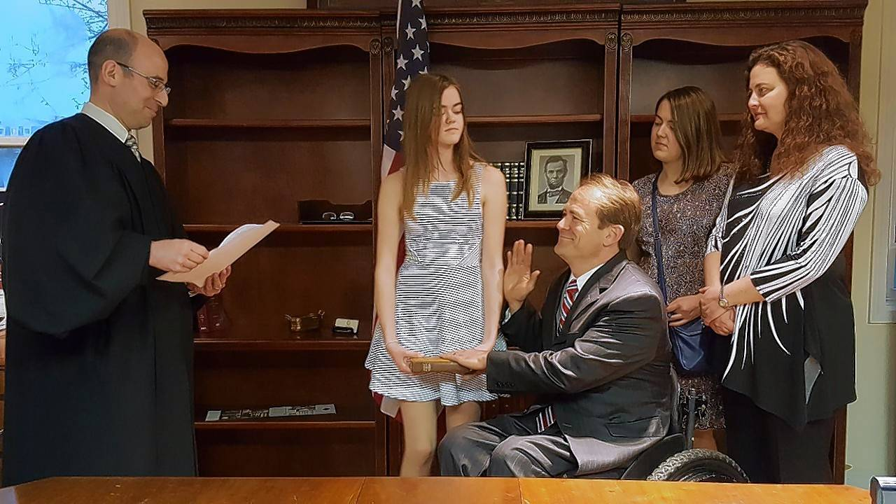 Surrounded by his wife, Milena, and their two daughters, Dan McConchie was sworn in as the new 26th District state senator by Lake County Judge Daniel Shanes. McConchie replaces Barrington Hills Republican Dan Duffy, who resigned to take the position of President and CEO of Prevent Child Abuse America.