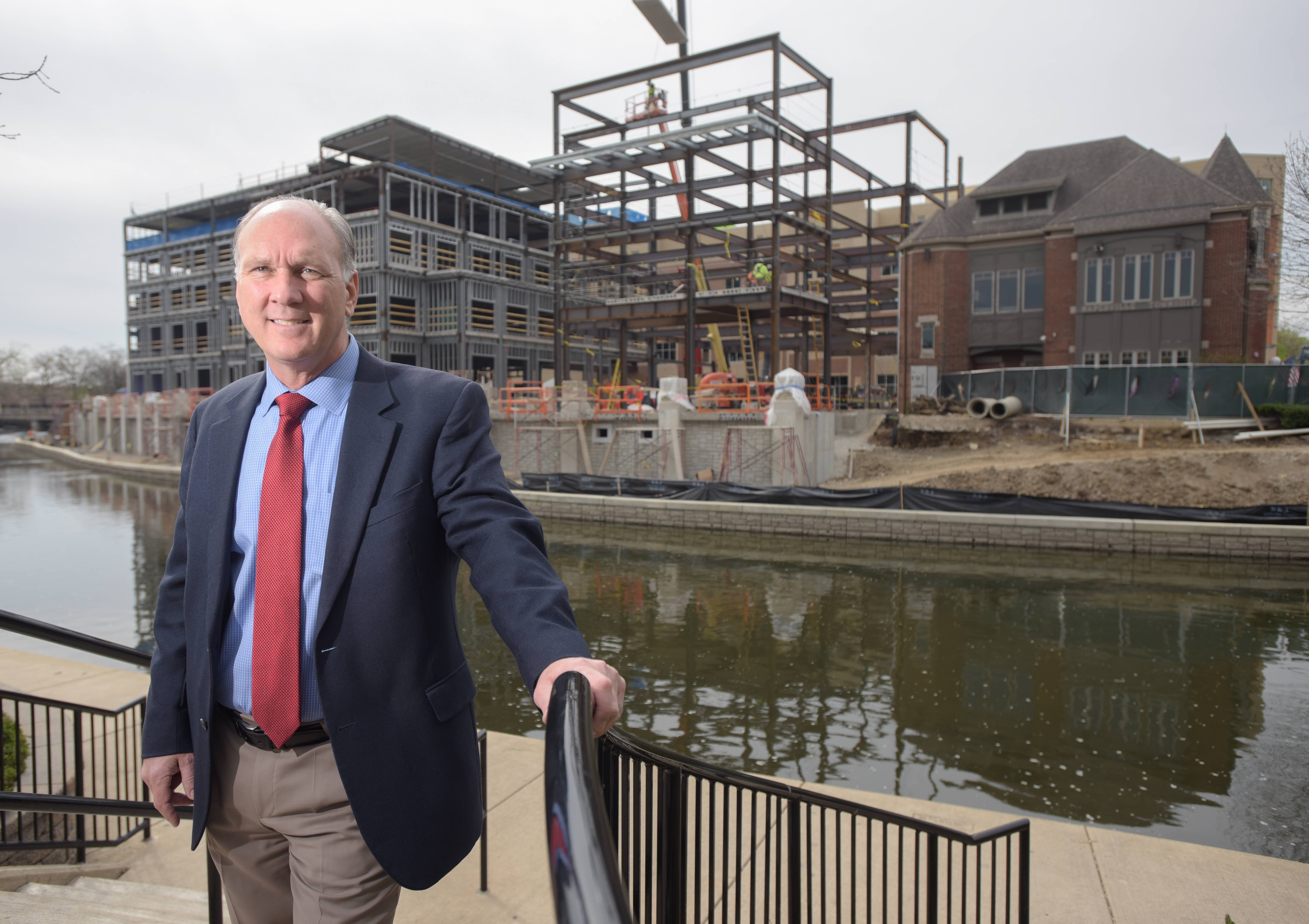 Naperville mayor foretells future of 'bold, daring' innovation