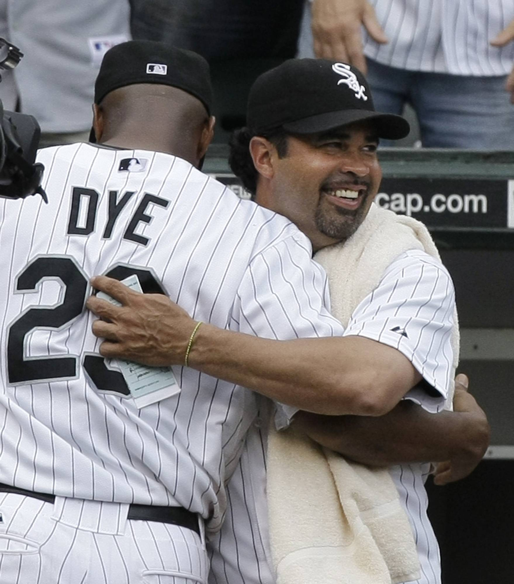 Former Chicago White Sox manager and shortstop Ozzie Guillen, right, and outfielder Jermaine Dye will be among the players taking the field at Boomers Stadium in Schaumburg later this year for a charity softball event.