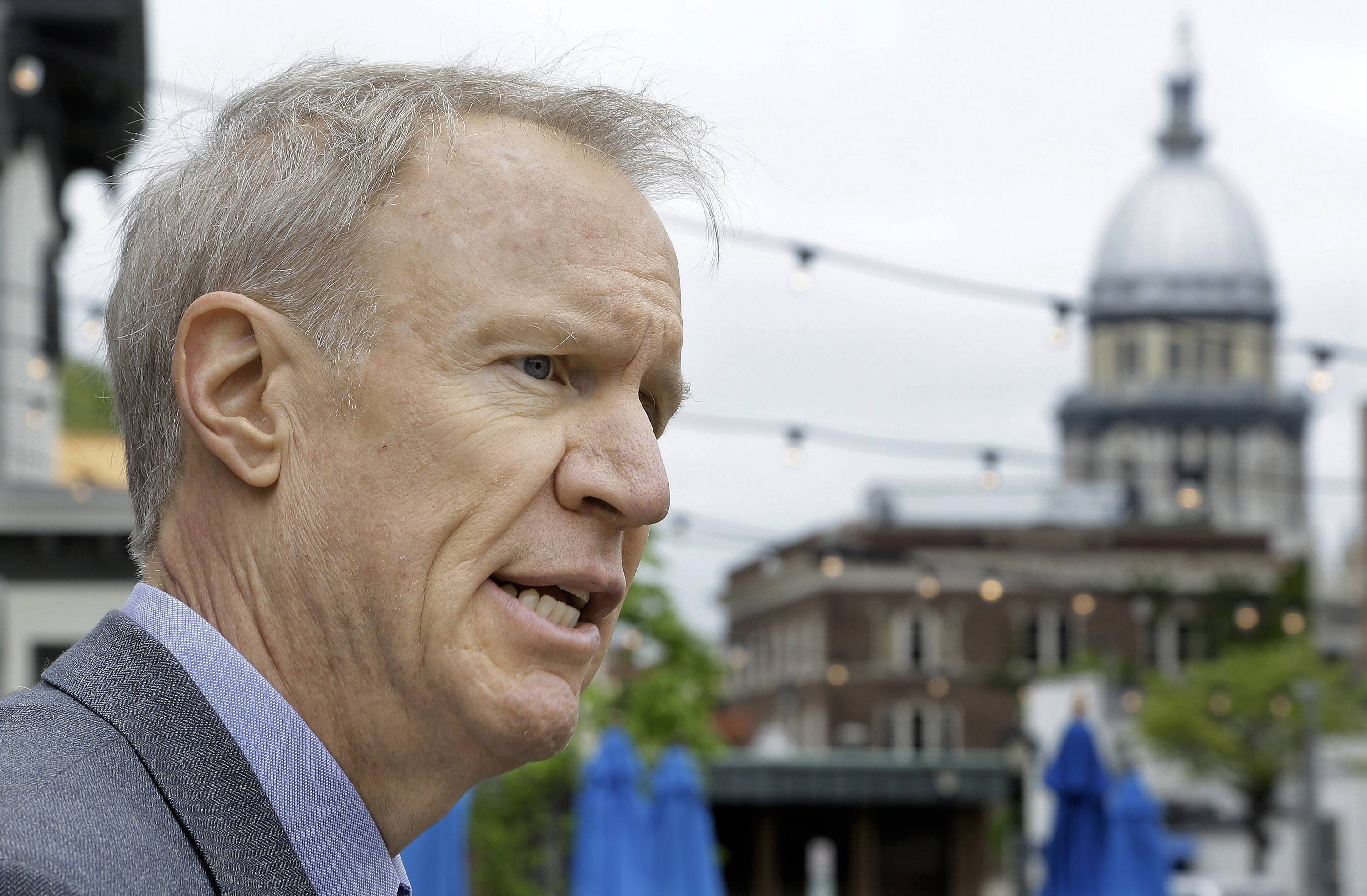 Illinois service agencies sue Rauner for $100 million past due