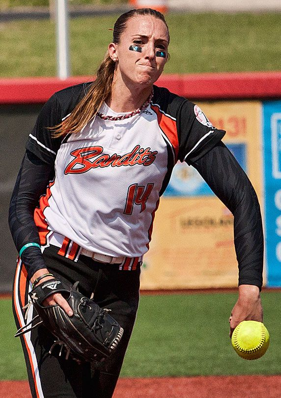 how much does a professional softball player make per year