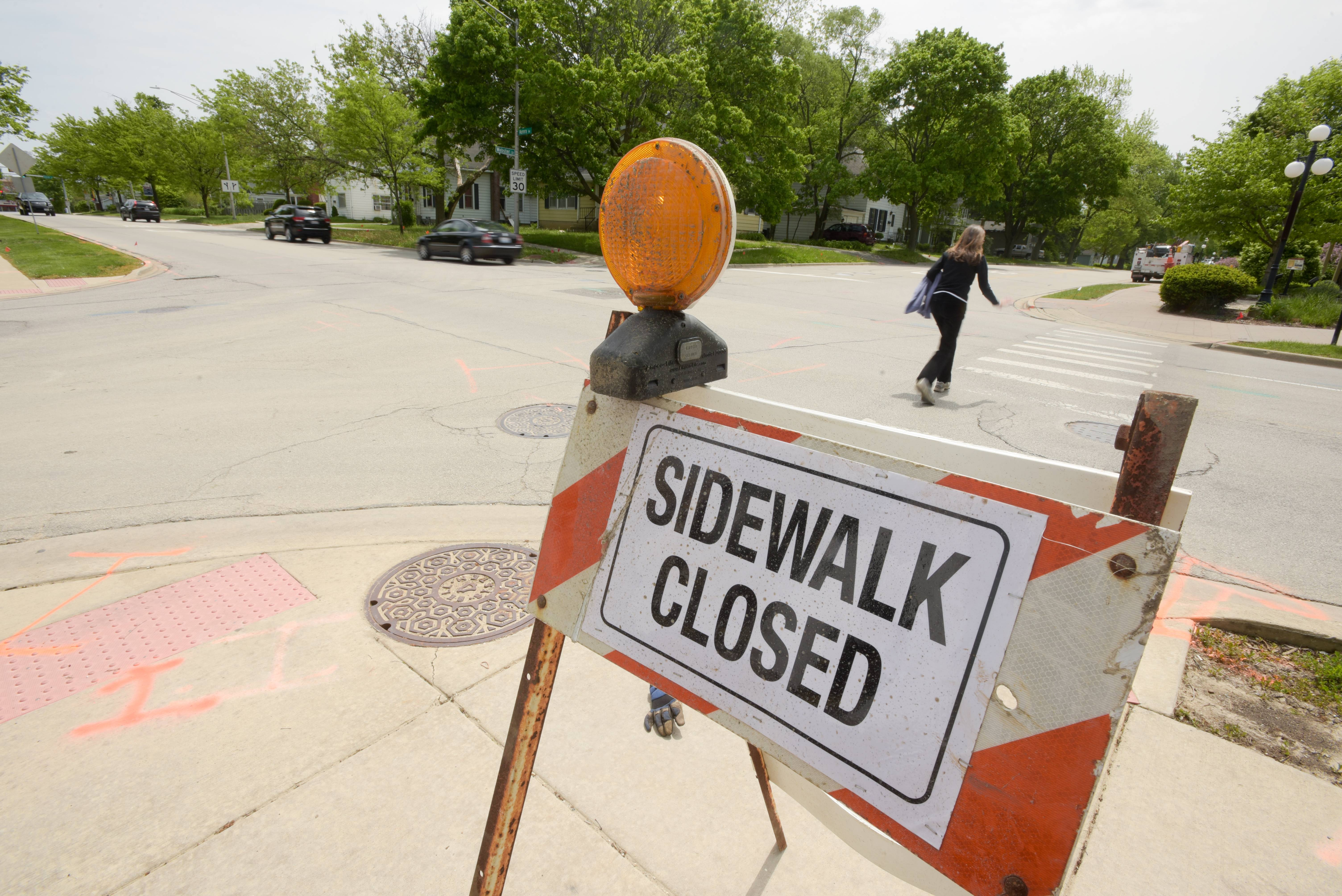Work to install a traffic signal at the intersection of Aurora Avenue and Webster Street in downtown Naperville began Monday and is expected to cause lane closures and delays until mid-August.