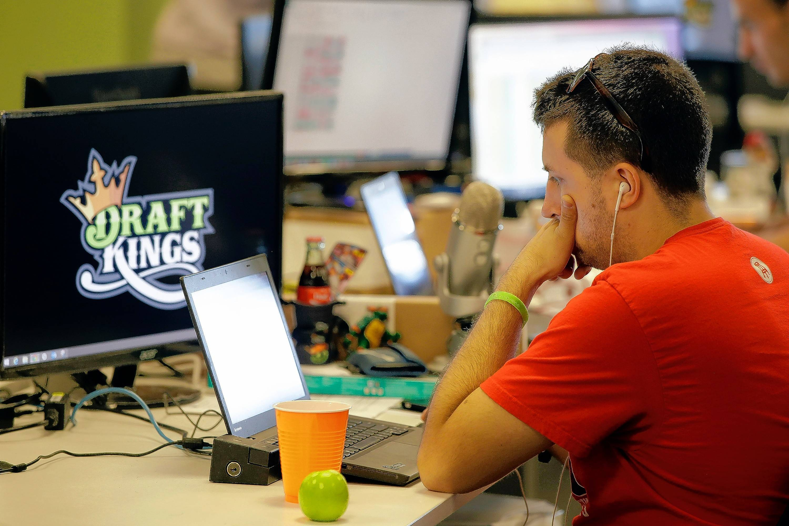 Plan would let casinos in on fantasy sports betting