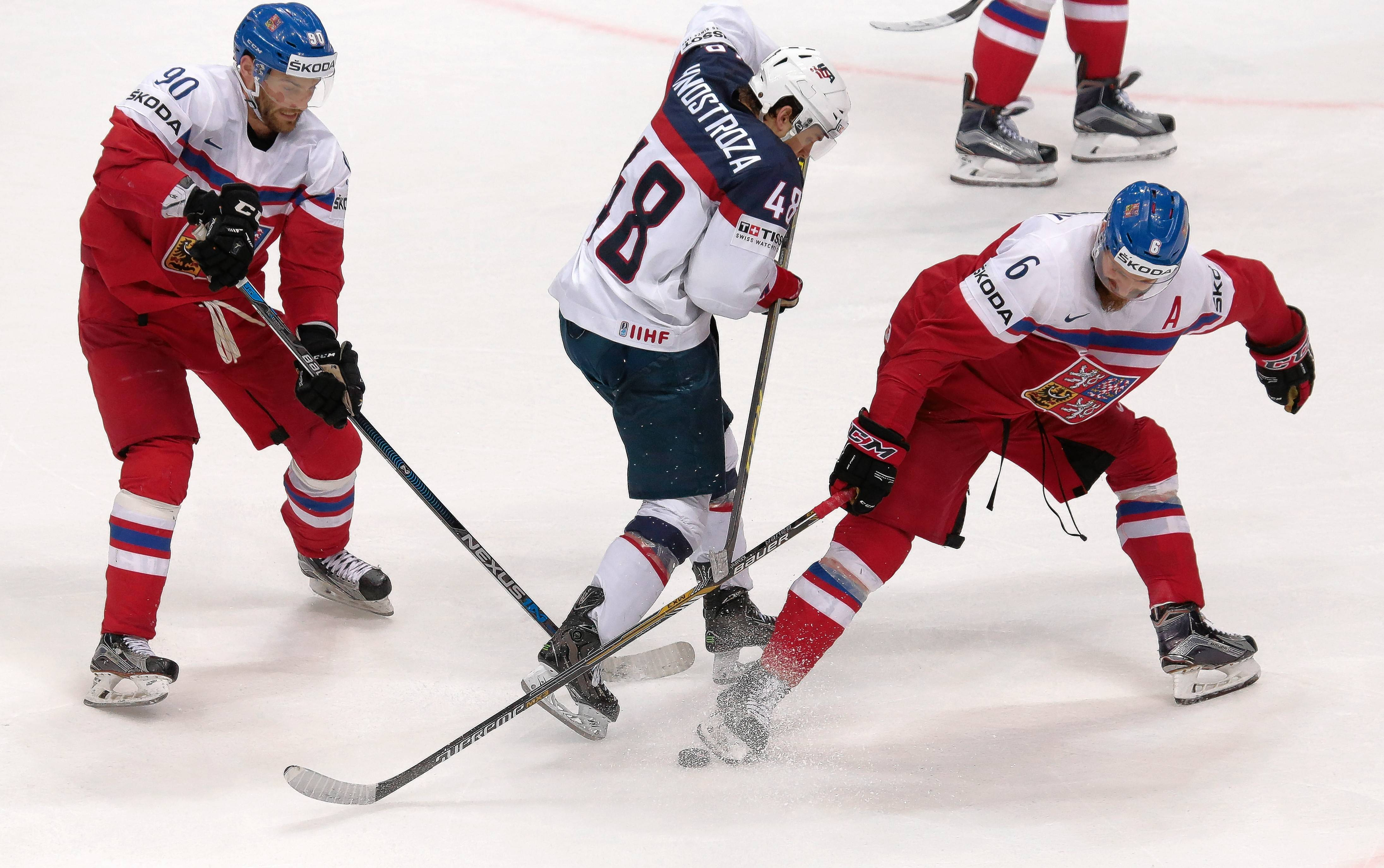 Vince Hinostroza of Team USA battles Michal Kempny, right, for the puck during the Ice Hockey World Championships quarterfinal match between Czech Republic and United States in Moscow last week. Kempny has agreed to a one-year deal with the Blackhawks.
