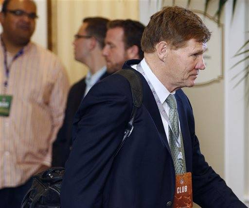 Green Bay Packers President and CEO, Mark Murphy, makes his way into the NFL owner's meeting in Charlotte N.C., Tuesday, May 24, 2016. (AP Photo/Bob Leverone)