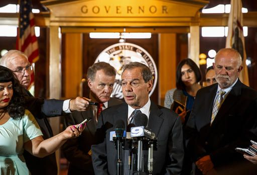 Illinois Senate President John Cullerton, D-Chicago, and House Speaker Michael Madigan, D-Chicago, hold a press conference outside Illinois Gov. Bruce Rauner's office after a leaders meeting on the final day of the spring legislative session at the state Capitol, Tuesday, May 31, 2016, in Springfield, Ill.(Justin L. Fowler/The State Journal-Register via AP) NO SALES, MANDATORY CREDIT
