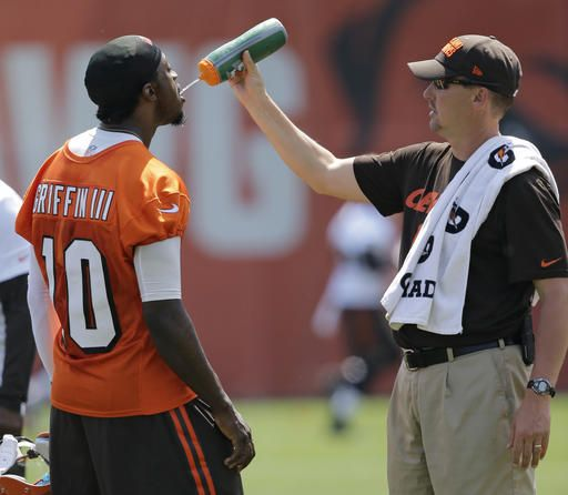 purchase cheap 1a99a 83a3a RG3 making progress but Browns not ready to name him starter