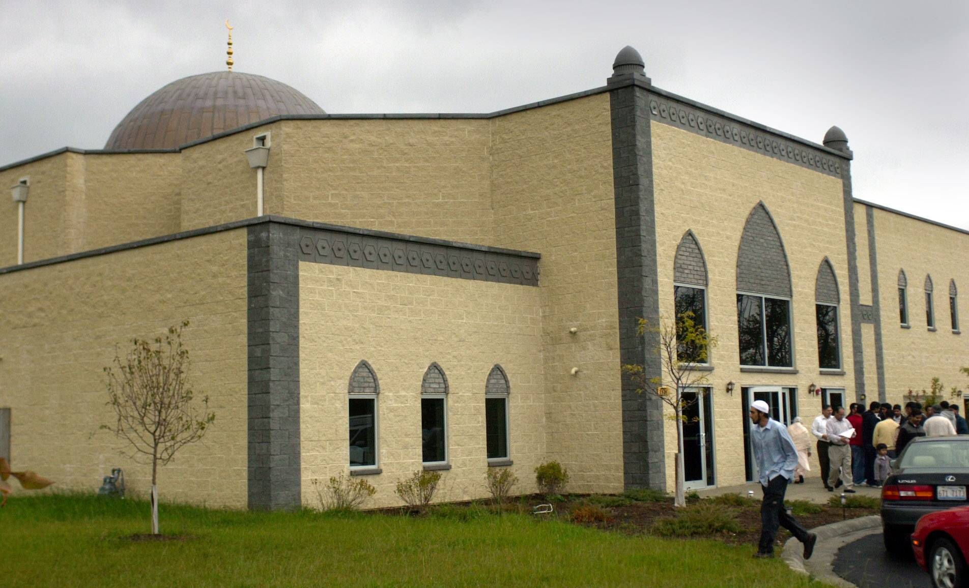 Leaders of Islamic Foundation North in Libertyville say they condemn the killing of 49 patrons of a gay nightclub in Orlando by a man who allegedly leaned toward radical Islamic terrorism.