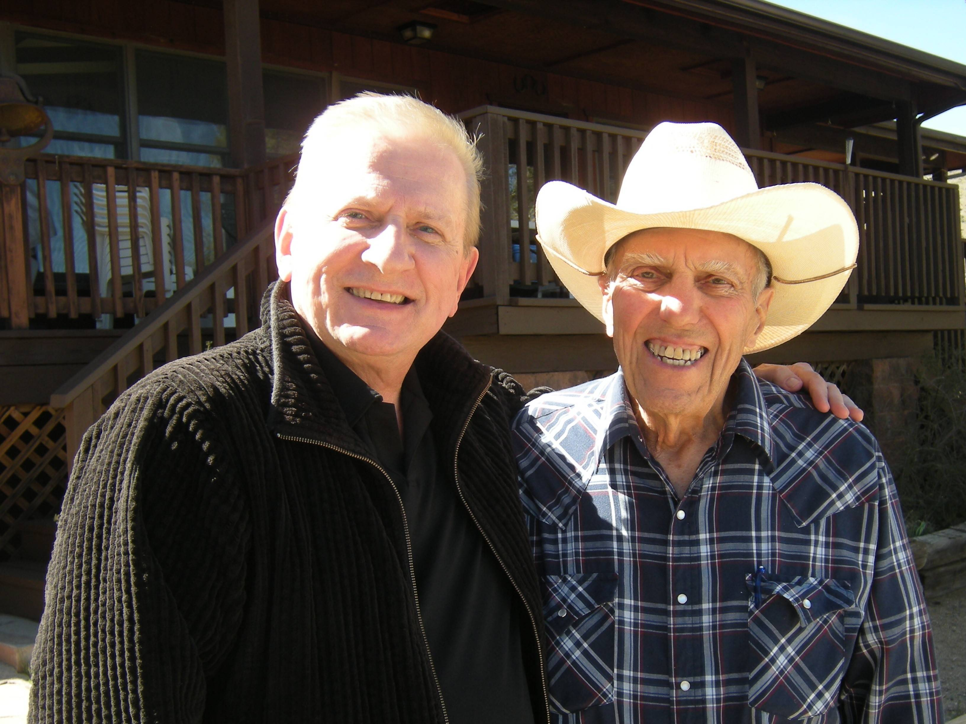 Former Des Plaines Police Chiefs Joseph Kozenczak, right, and Lee Alfano, pictured on Alfano's Arizona ranch in 2011, were two of the major forces behind the John Wayne Gacy investigation in 1978. Alfano died Wednesday at age 92. Kozenczak died last year at 75.