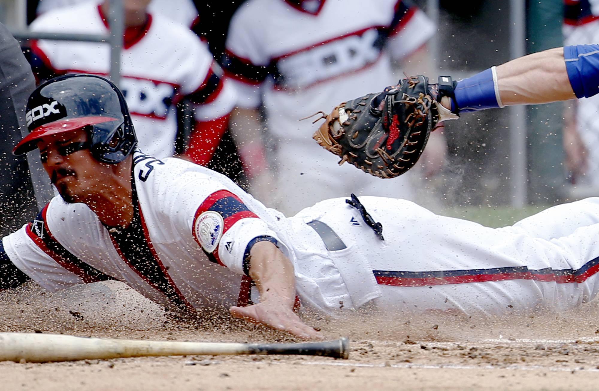 Chicago White Sox's Tyler Saladino, left, scores on a sacrifice bunt by Adam Eaton as Toronto Blue Jays catcher Russell Martin applies a late tag during the third inning of a baseball game in Chicago, Sunday, June 26, 2016. (AP Photo/Nam Y. Huh)