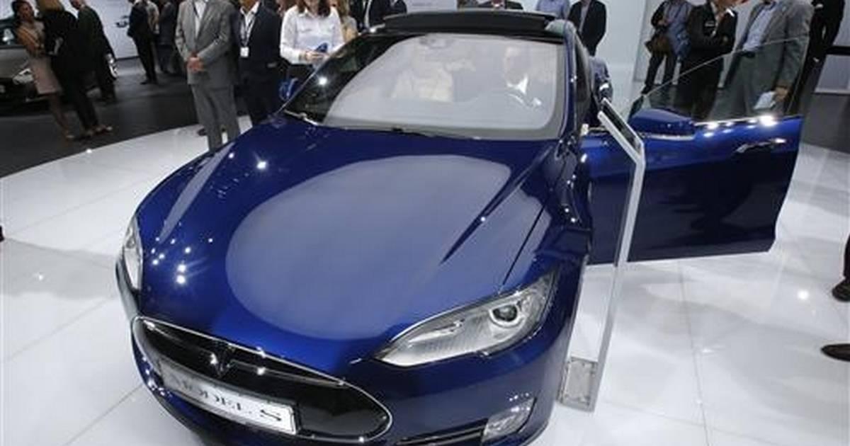 Consumer Reports says Tesla should drop Autopilot name