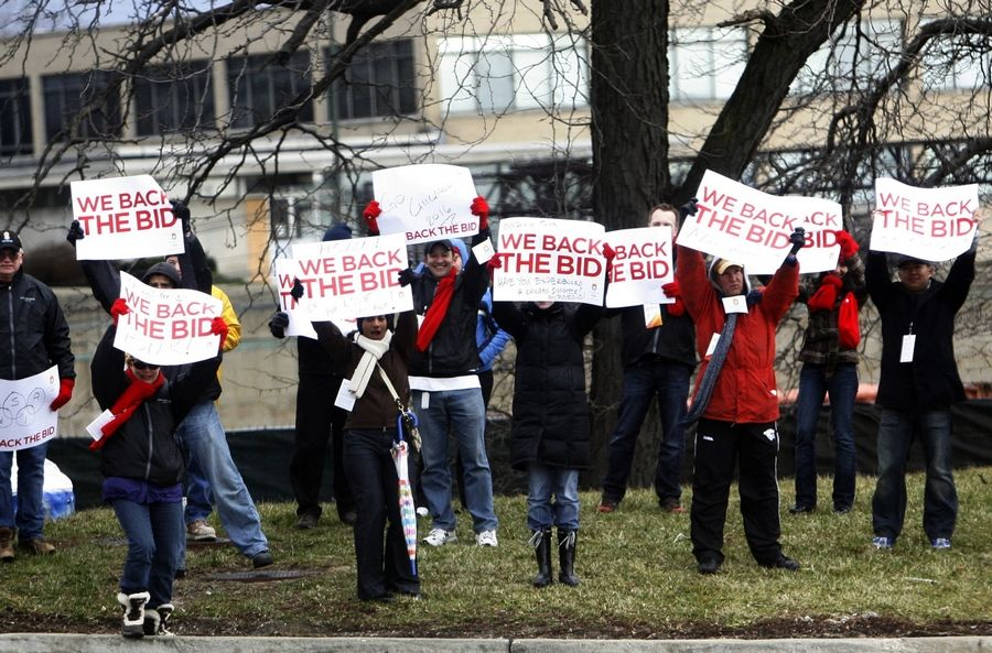 Supporters of a Chicago Olympics cheered while International Olympic Committee Evaluation Commission members toured Chicago on April 5, 2009.
