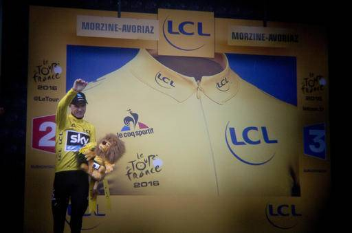 Britain's Chris Froome, wearing the overall leader's yellow jersey, waves goodbye on the podium after the twentieth stage of the Tour de France cycling race over 146.5 kilometers (90.7 miles) with start in Megeve and finish in Morzine-Avoriaz, France, Saturday, July 23, 2016. (AP Photo/Peter Dejong)