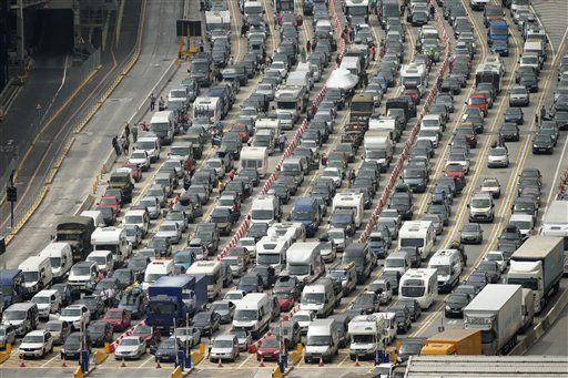 30befbeb0a6b7d Massive delays stall England-to-France vehicle traffic