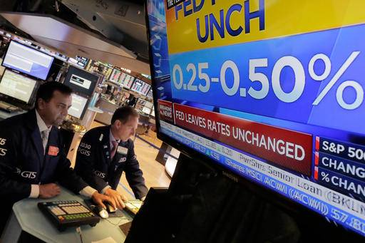 Trader John Santiago works on the floor of the New York Stock Exchange, Wednesday, July 27, 2016. Stocks are opening higher, led by gains in technology stocks after Apple posted solid quarterly earnings. (AP Photo/Richard Drew)