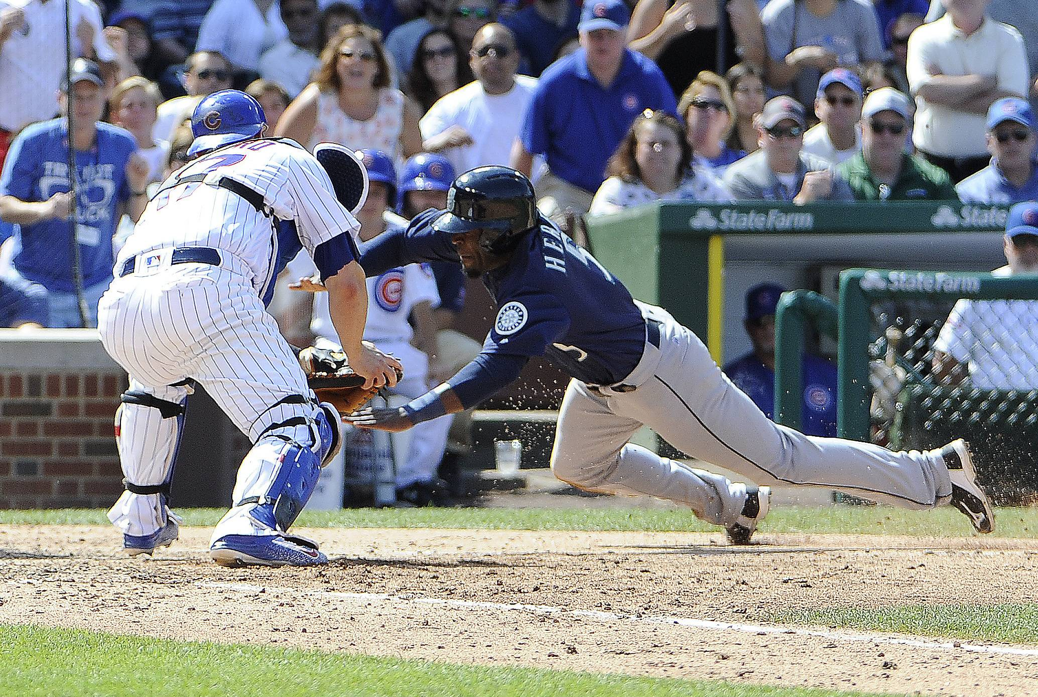 The Seattle Mariners scored 3 runs in the eighth inning Saturday, all with closer Aroldis Chapman on the mound, to post a come-from-behind 4-1 victory over the Chicago Cubs at Wrigley Field.