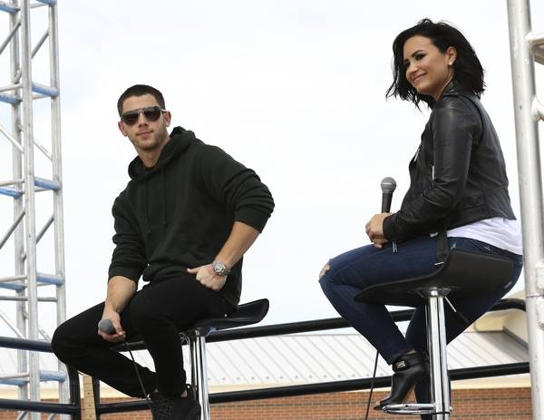 Nick jonas demi lovato meet fans in aurora nick jonas and demi lovato answer questions for fans during an appearance at chicago premium outlets m4hsunfo