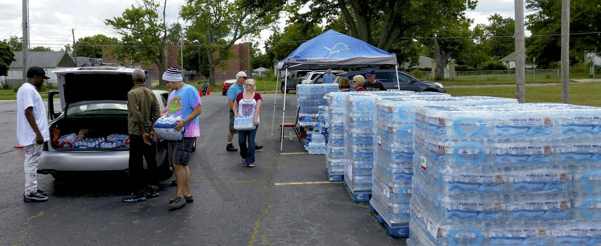 Water is loaded into resident's car at a bottled water distribution point set up at Our Savior Lutheran Church in Flint, Michigan.