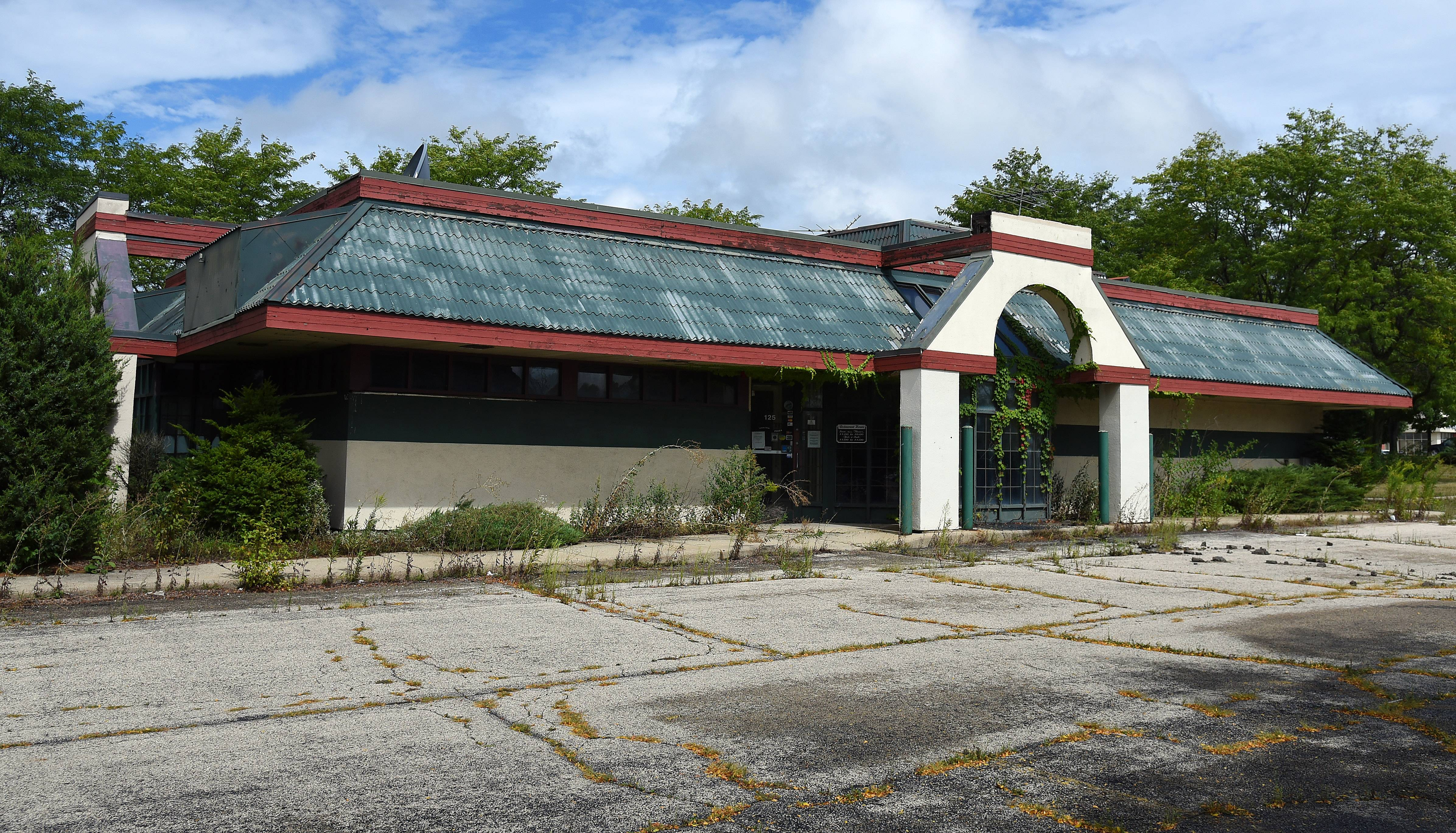 The former Rosati's Pizza building along Route 31 in Carpentersville, which has been vacant for several years, is expected to be torn down this fall and replaced with a 5,500-square-foot multi-tenant structure.