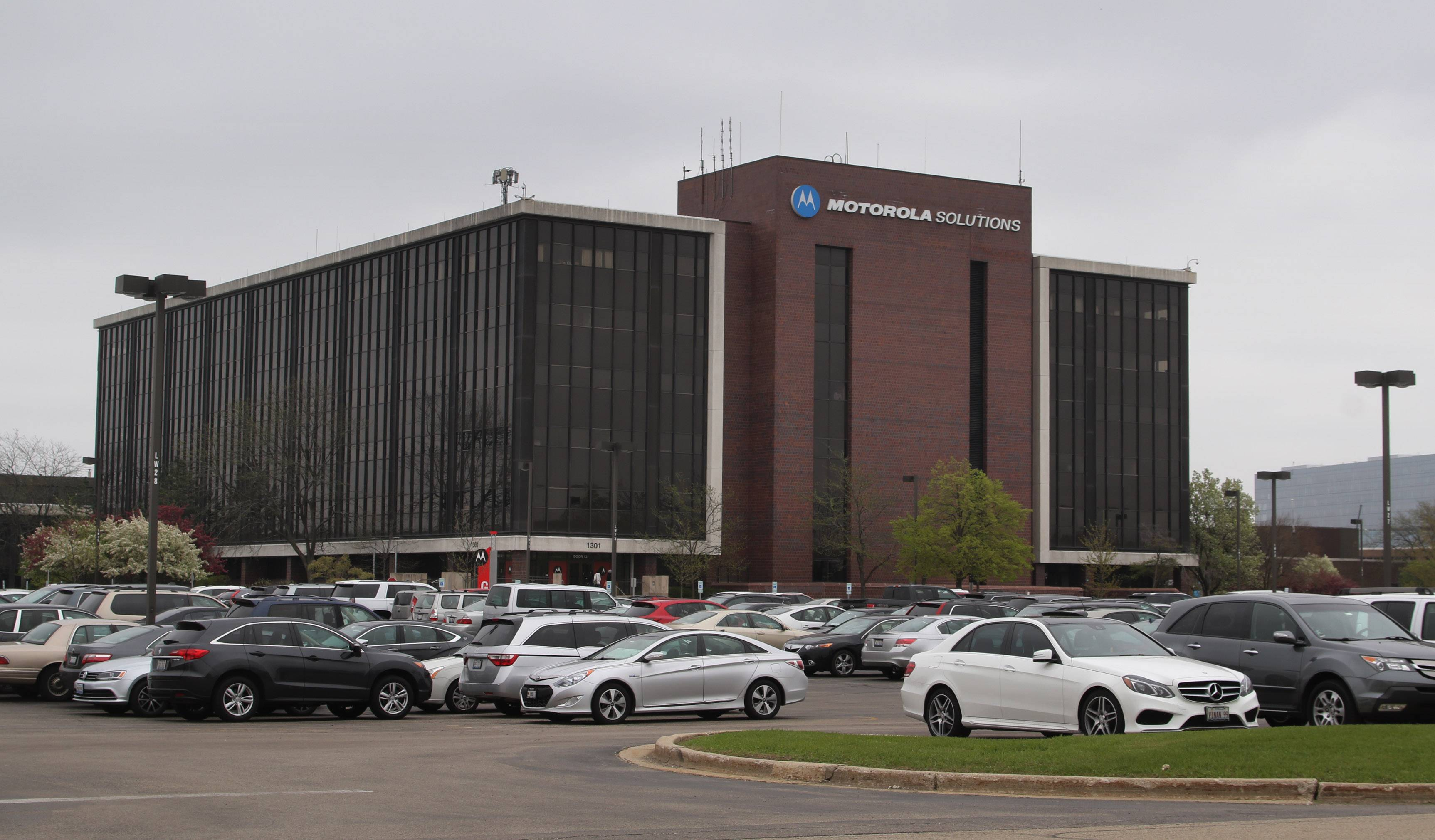 By mid-September, about 800 Motorola Solutions employees will have moved from the company's former global headquarters in Schaumburg to a headquarters in Chicago's West Loop.