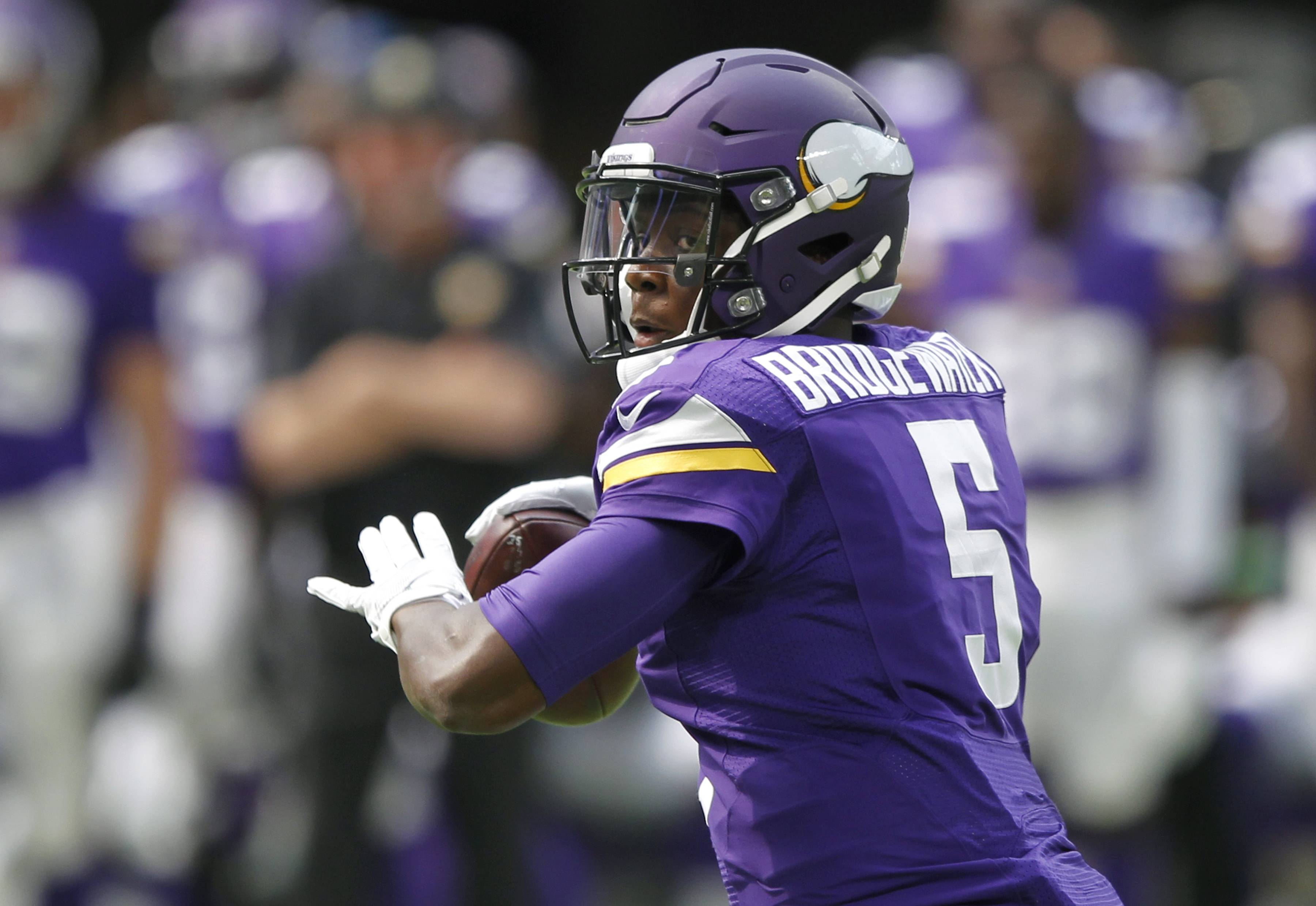 "Minnesota Vikings quarterback Teddy Bridgewater suffered a ""significant"" knee injury in practice Tuesday and the team was awaiting tests to determine how long he might be out."