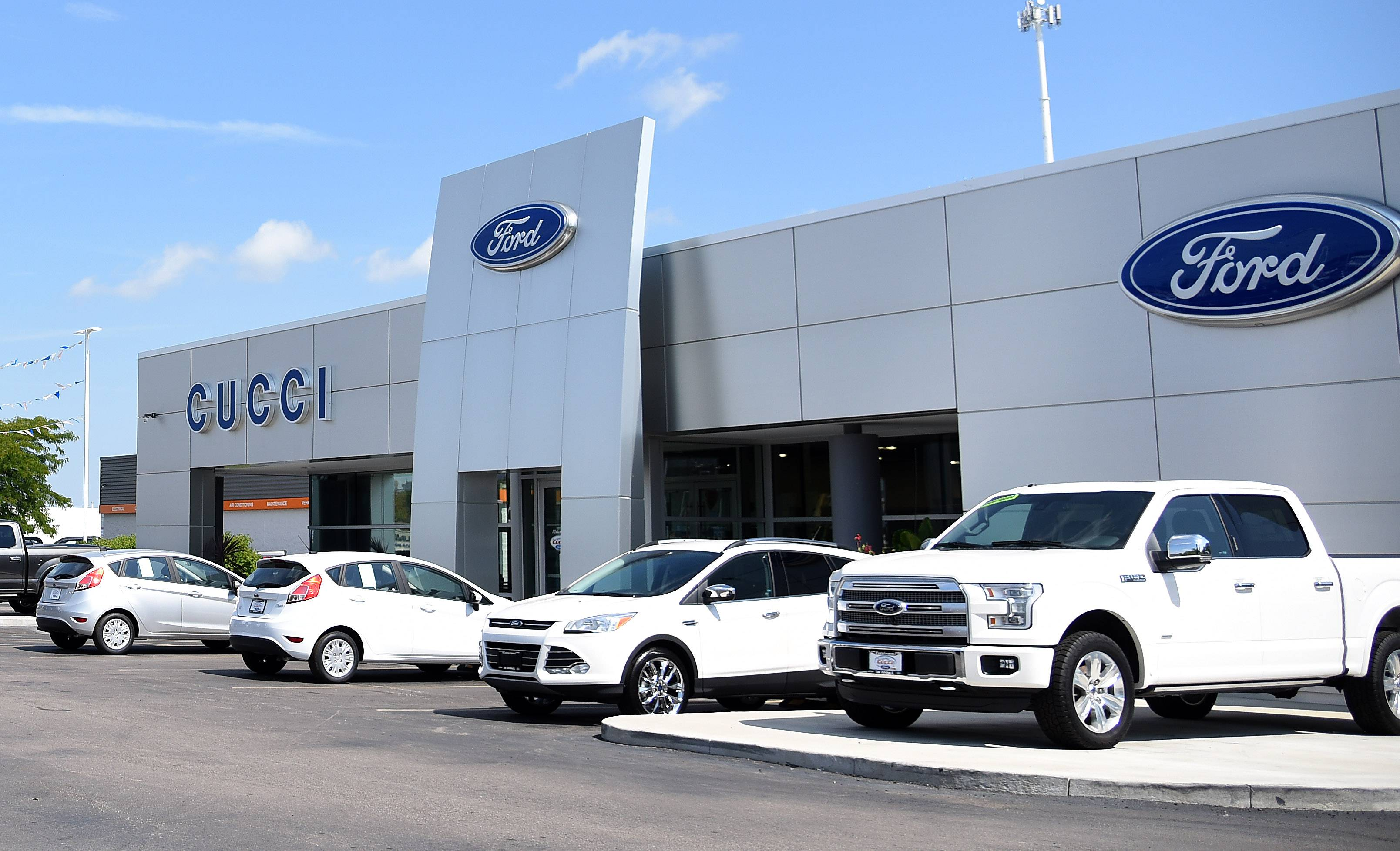 The Cucci Ford automobile dealership at 800 Dundee Ave. East Dundee will receive & East Dundee gives tax incentives to auto dealer markmcfarlin.com
