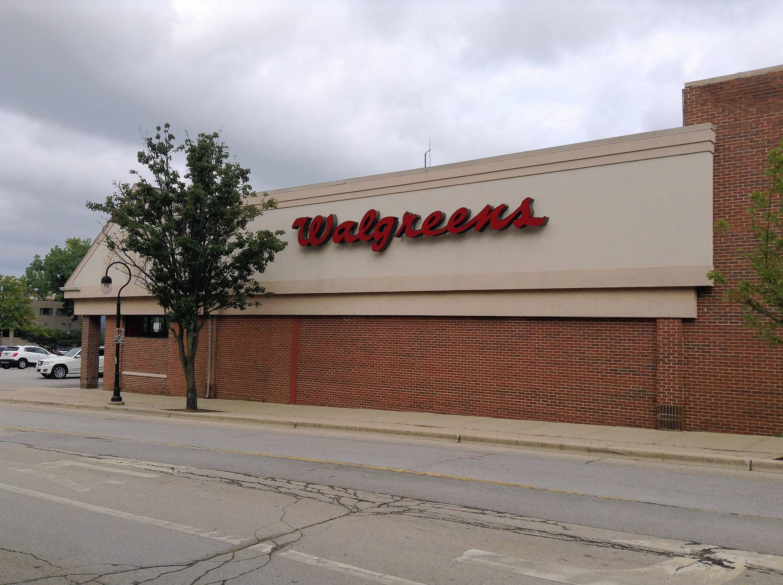 Naperville could clear downtown Walgreens to sell alcohol