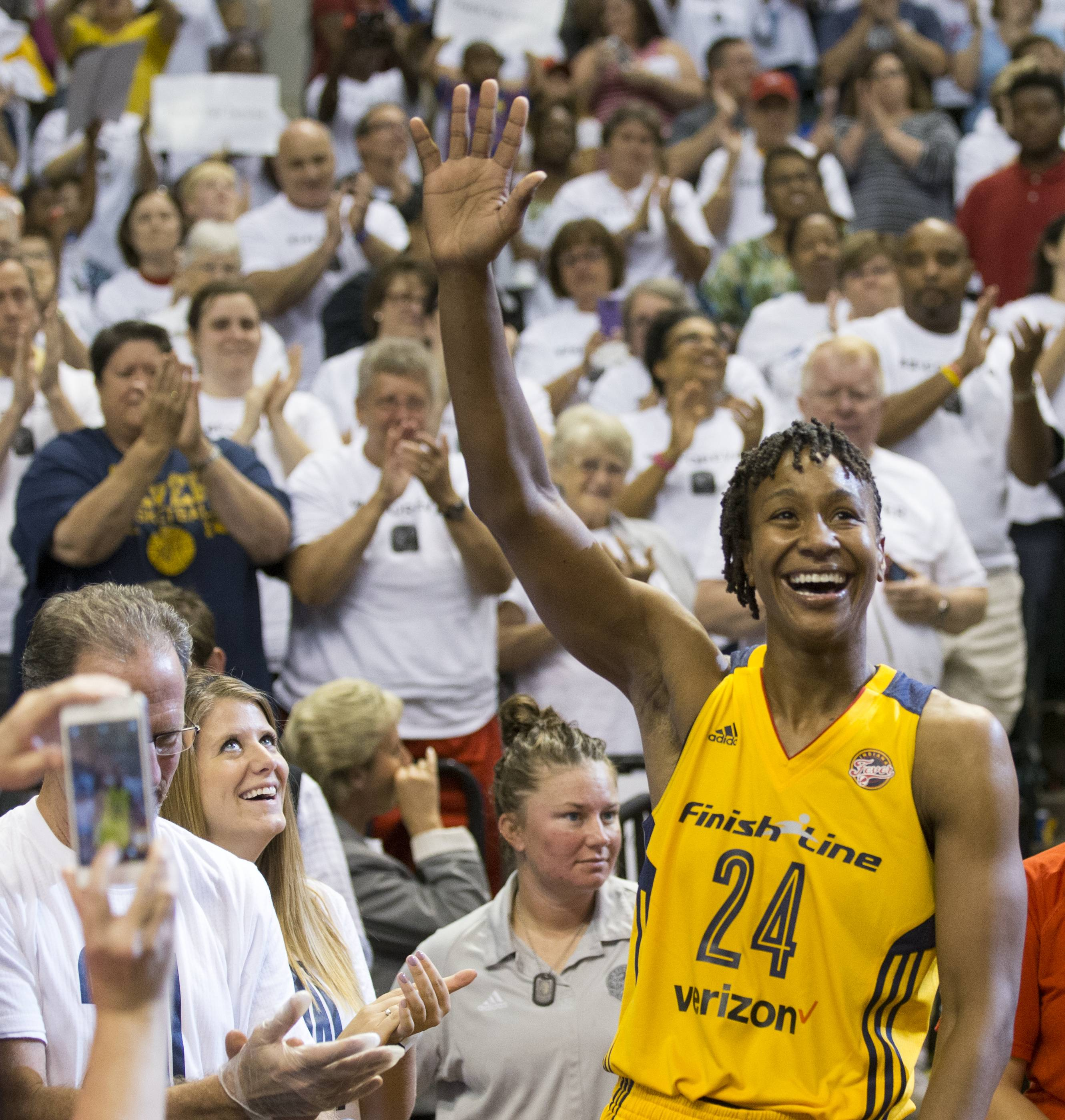 Tamika Catchings acknowledges the crowd following action against the Dallas Wings, Bankers Life Fieldhouse, Indianapolis, Sunday, Sept. 18, 2016. Catchings is playing her last regular season game before retiring. Indiana won 83-60.