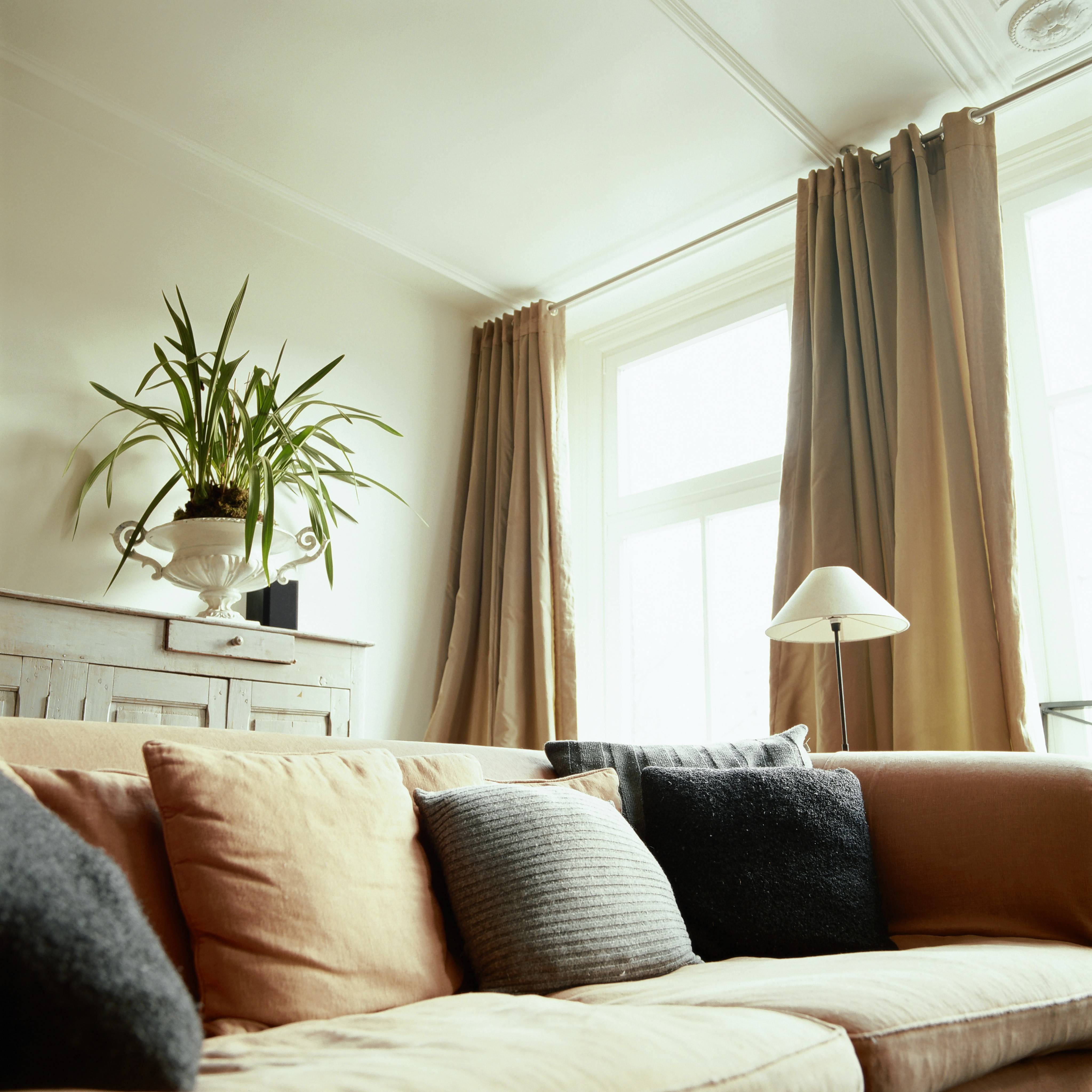 How to choose and hang the perfect curtains for your home