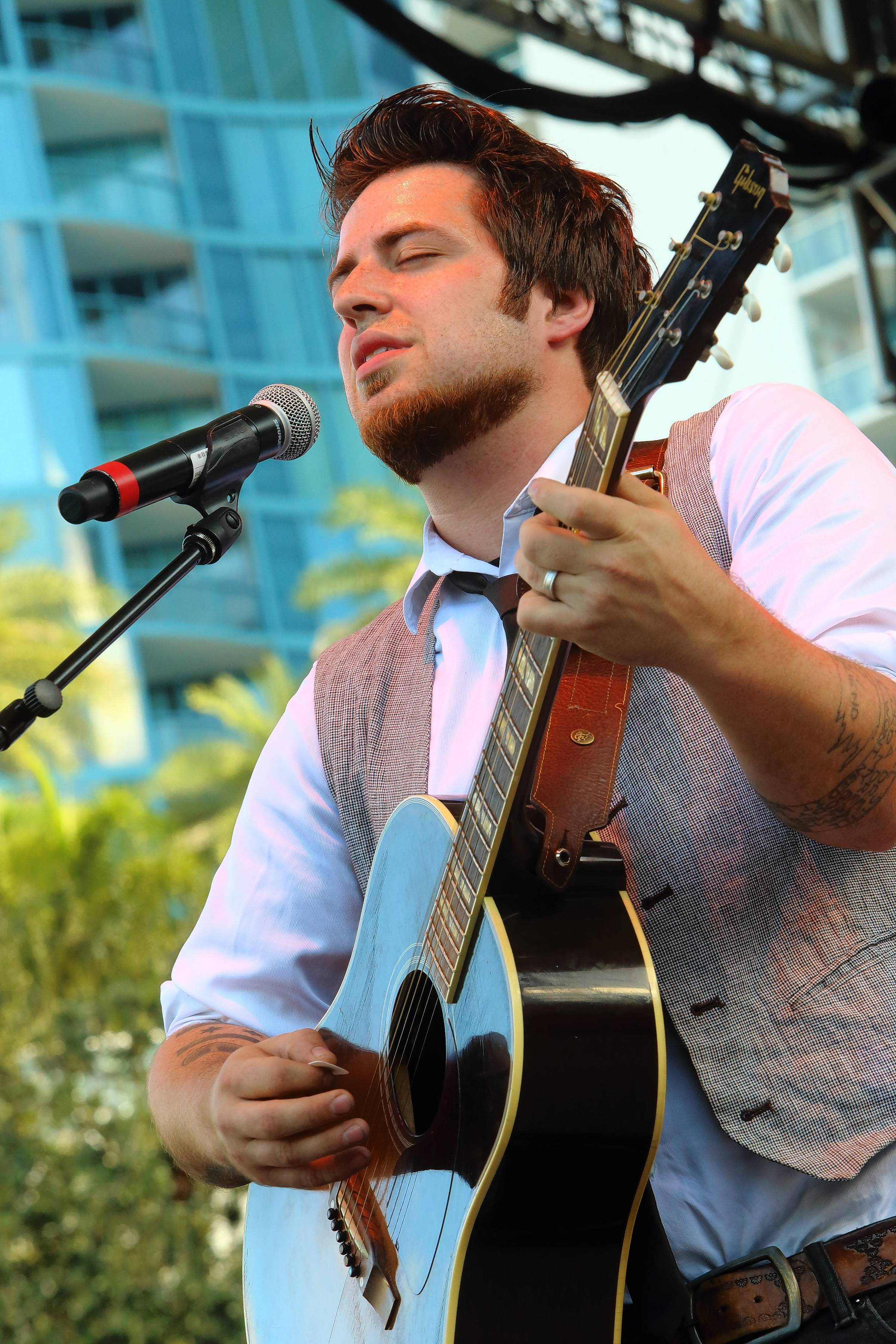 Lee DeWyze plays Saturday night at Furlong Fest at Arlington international Racecourse.