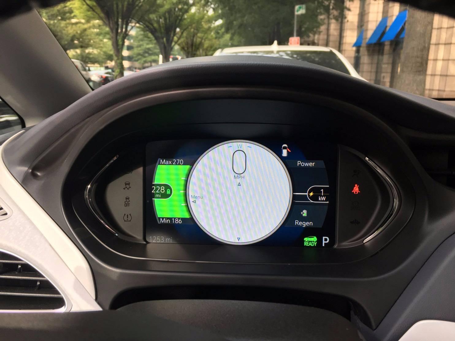 Range meter display on the Chevy Bolt.