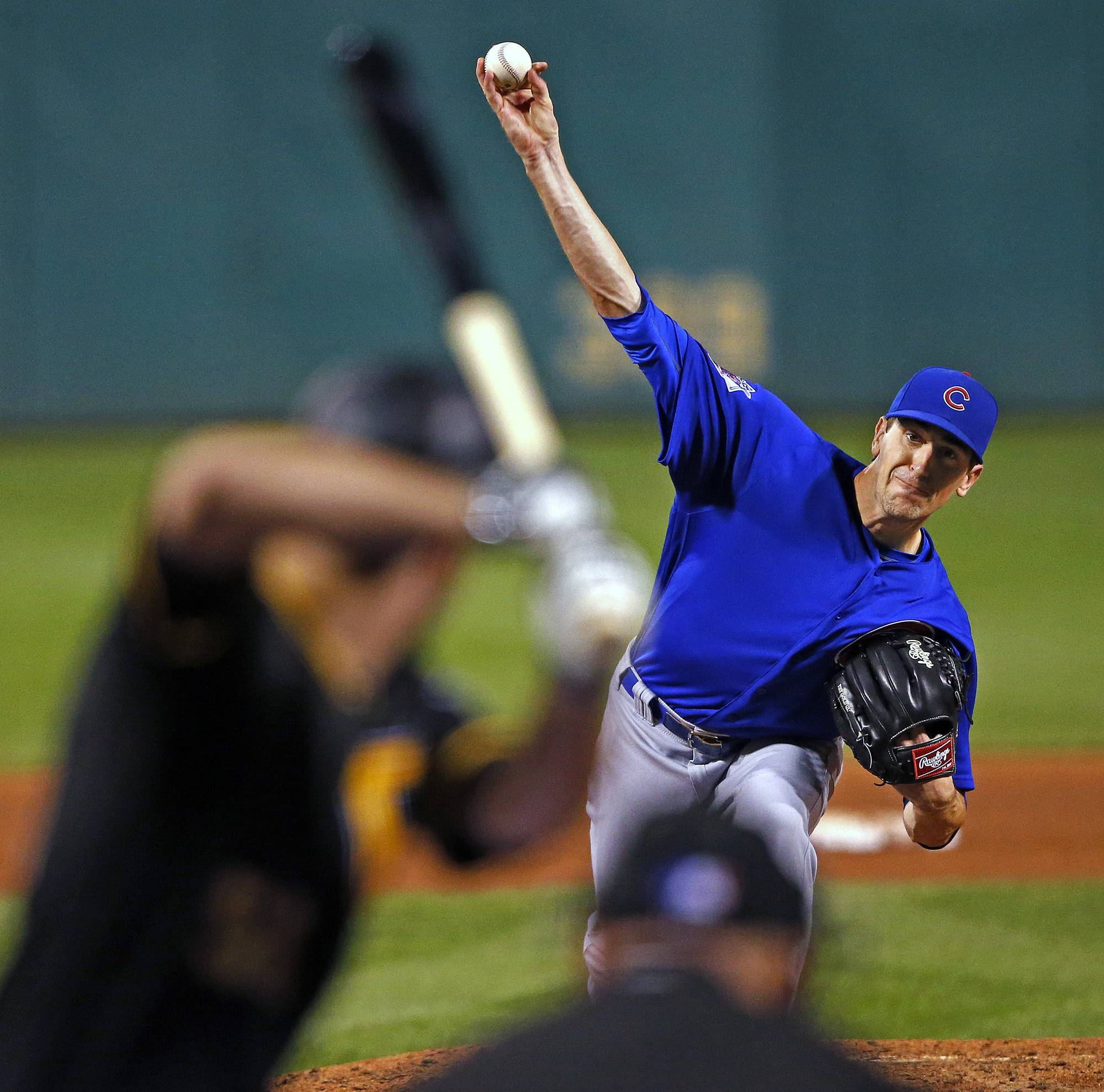 Chicago Cubs starting pitcher Kyle Hendricks delivers during the sixth inning of a baseball game against the Pittsburgh Pirates in Pittsburgh, Monday, Sept. 26, 2016. (AP Photo/Gene J. Puskar)