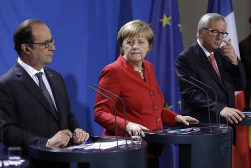 German Chancellor Angela Merkel, center, and European Commission President Jean-Claude Juncker,right, listen to French President Francois Hollande, left, during press statements prior to a meeting of German Chancellor Angela Merkel, French President Francois Hollande and European Commission President Jean-Claude Juncker with representatives of the European Round Table of Industrialists in the chancellery in Berlin, Germany, Wednesday, Sept. 28, 2016. (AP Photo/Michael Sohn)