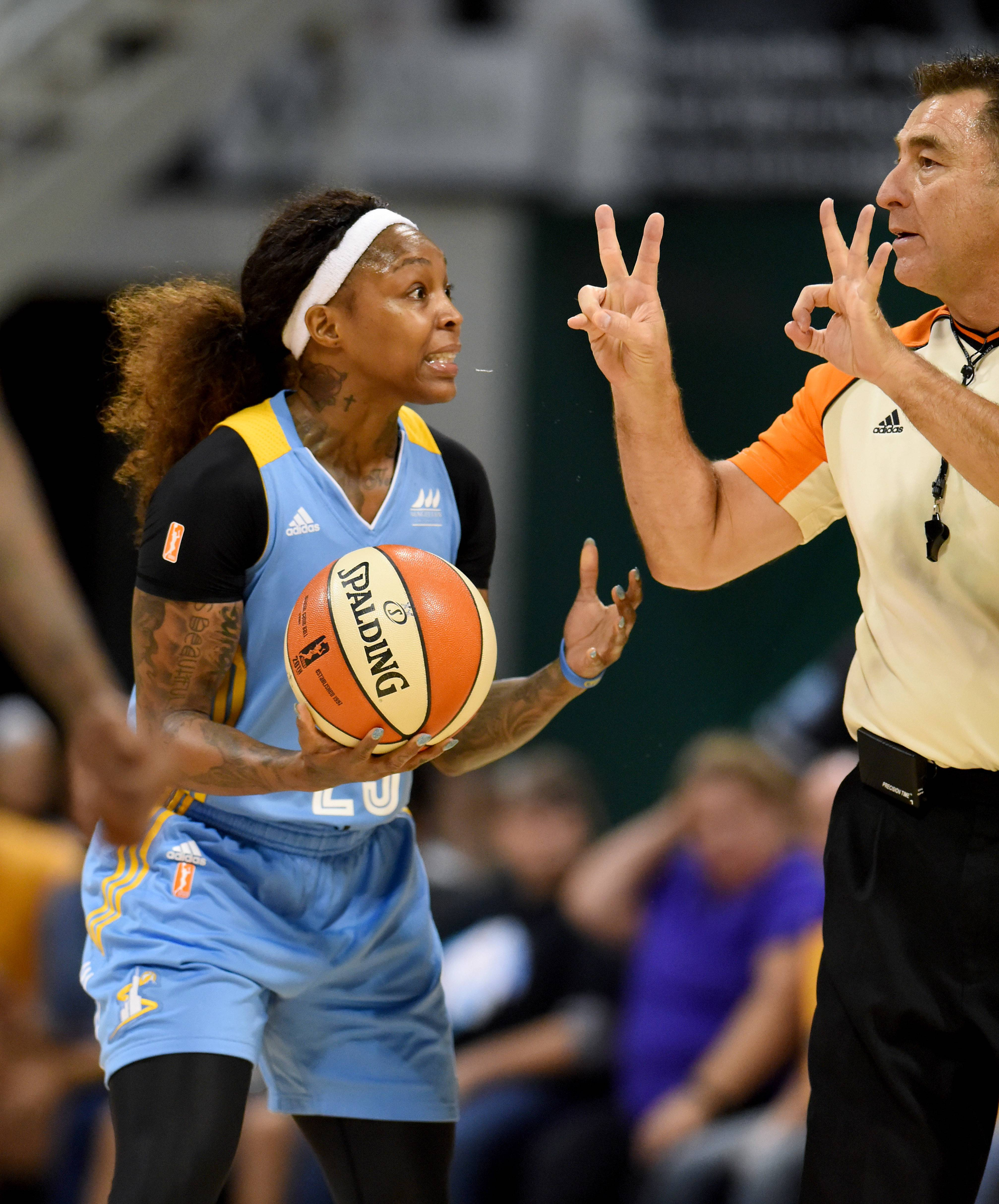The Chicago Sky and veteran guarde Cappie Pondexter will host the Los Angeles Sparks on Sunday for Game 3 of their WNBA playoff series.