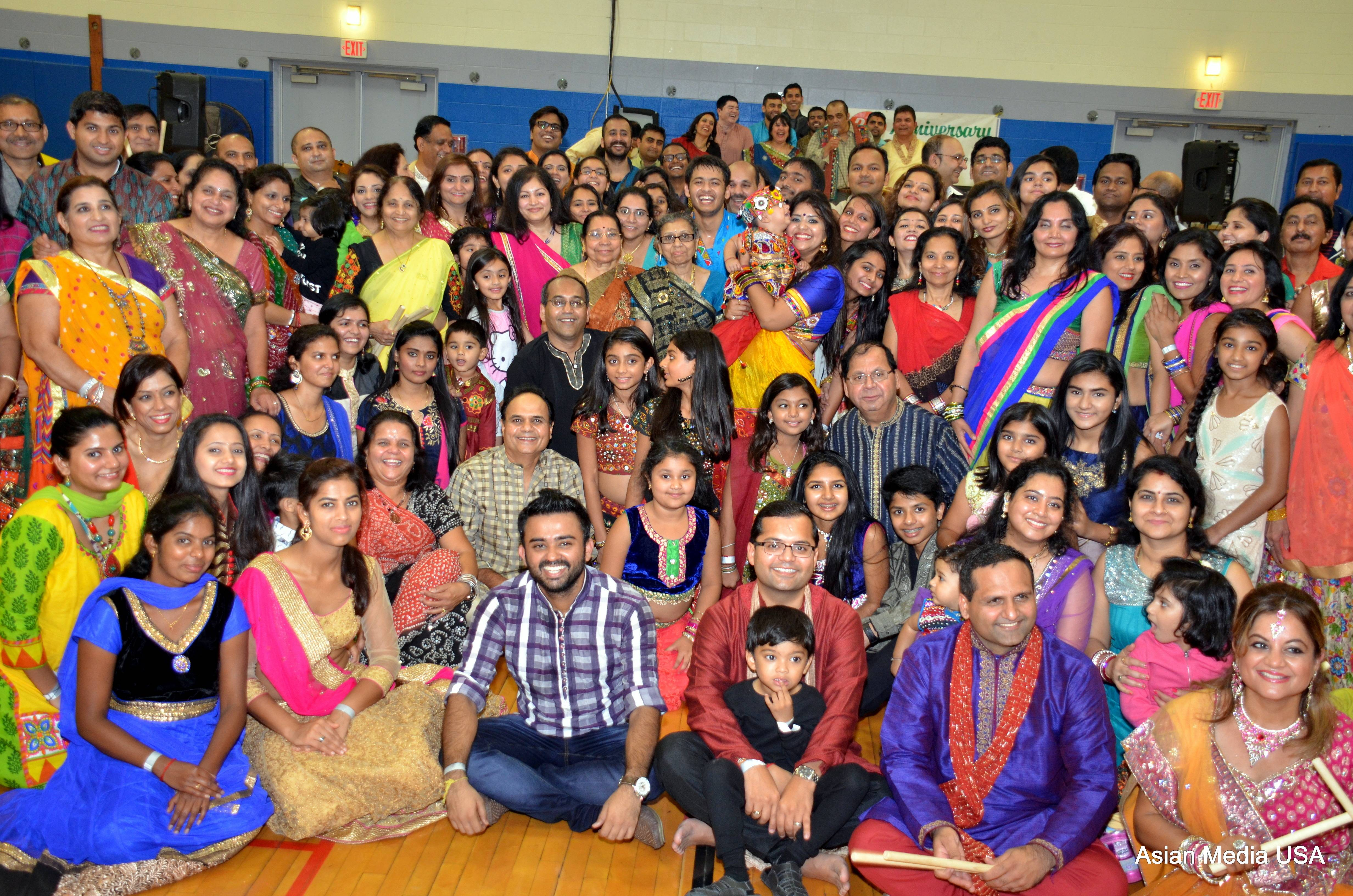 Garba Queen of Midwest Bharti Desai with Gandhi Samaj of Chicago Executive board and participantsSuresh Bodiwala