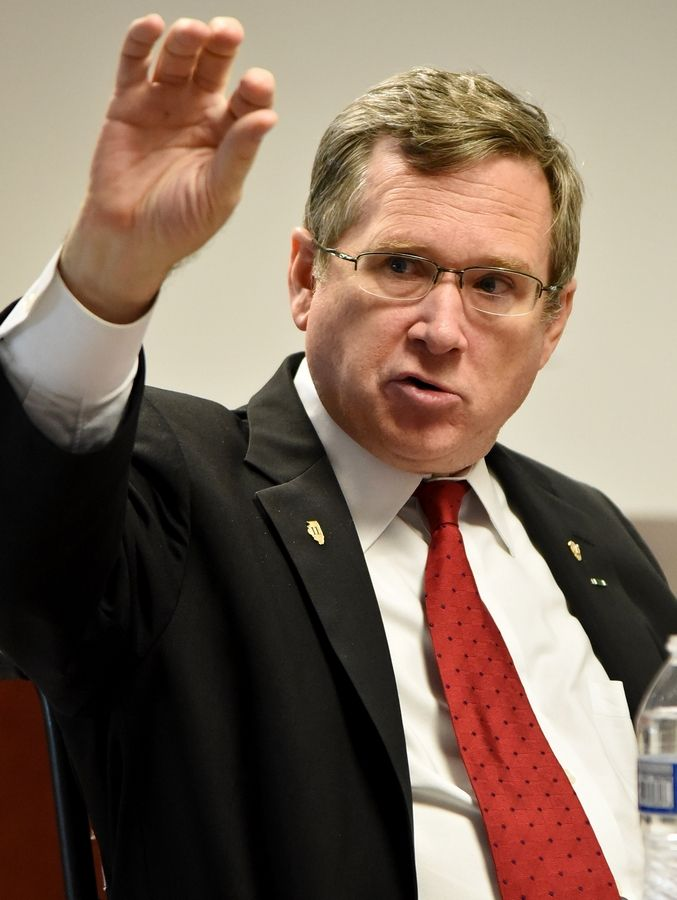 Sen. Mark Kirk meets with Daily Herald editorial board.
