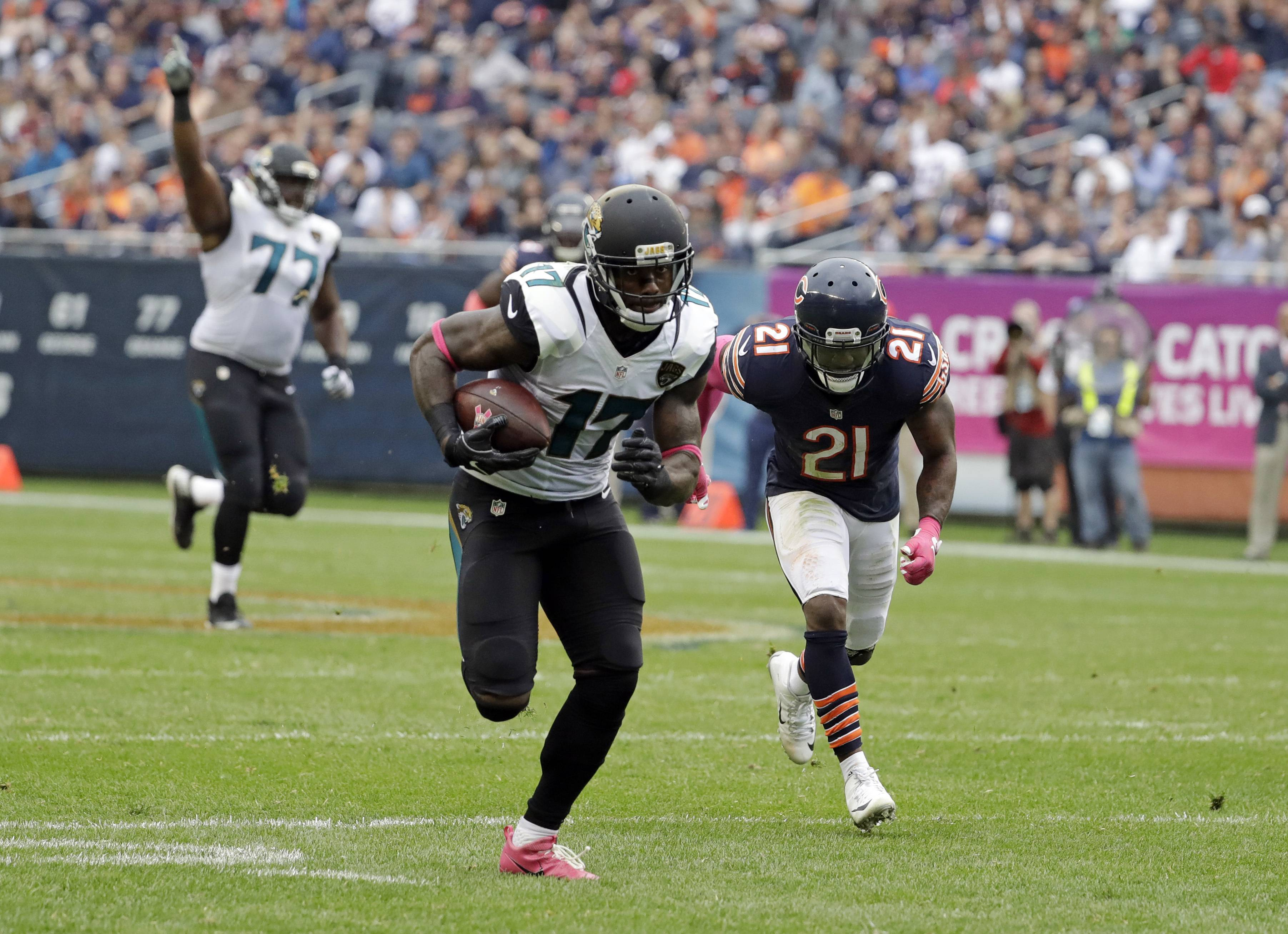 Jacksonville Jaguars wide receiver Arrelious Benn (17) heads to the end zone for a touchdown in from of Chicago Bears cornerback Tracy Porter (21) during the second half of an NFL football game in Chicago, Sunday, Oct. 16, 2016.