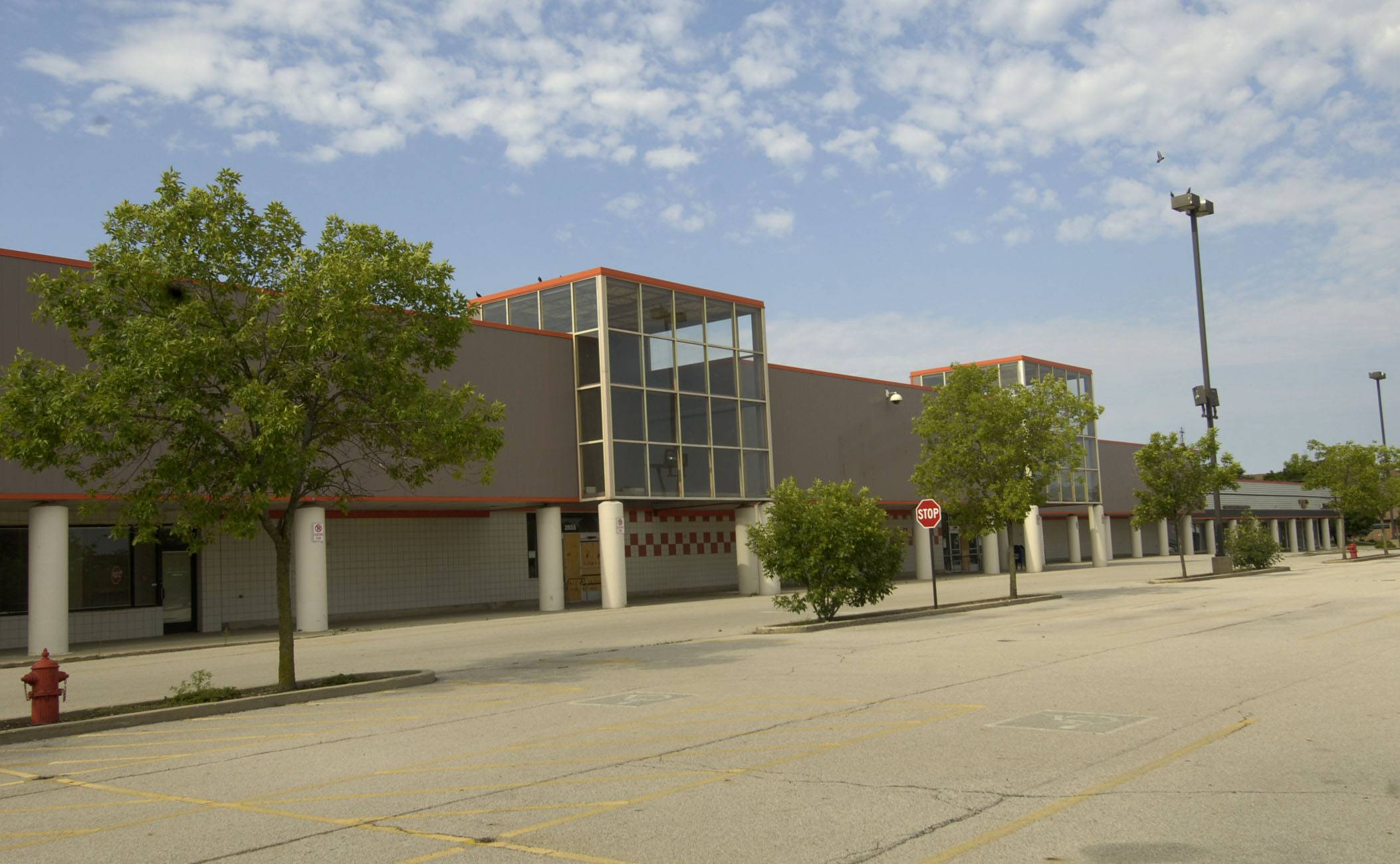 A 4-3 majority of the Rolling Meadows City Council Tuesday shot down the idea of the city even buying the long vacant Dominick's site.