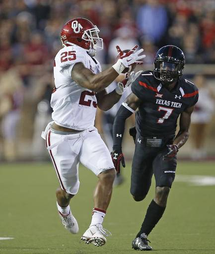 Oklahoma's Joe Mixon (25) catches a touchdown pass in front of Texas Tech Jah'Shawn Johnson (7) during an NCAA college football game Saturday, Oct. 22, 2016, in Lubbock, Texas. (Brad Tollefson /Lubbock Avalanche-Journal via AP)