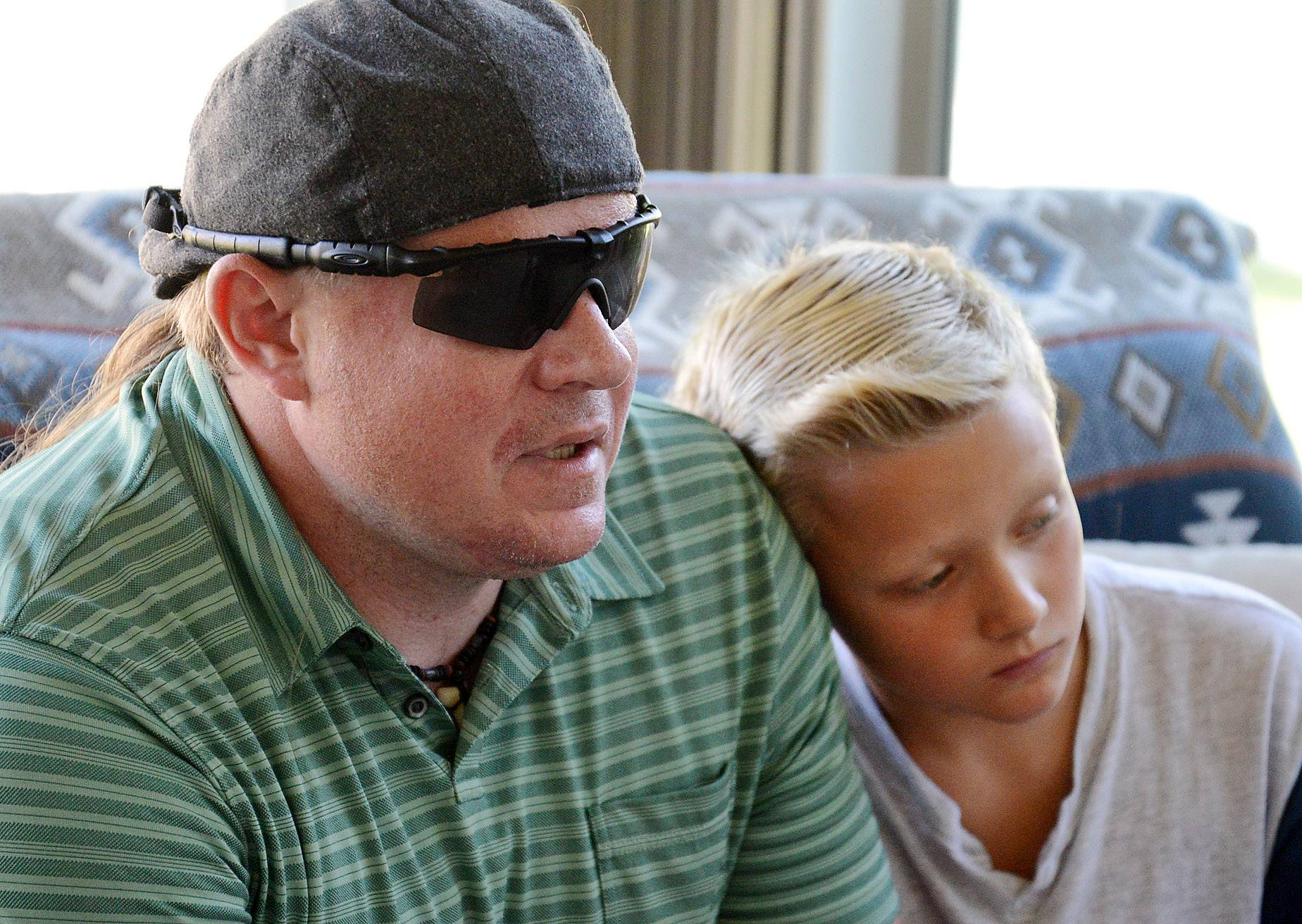 'Superdad' without eyes helps others see rare cancer