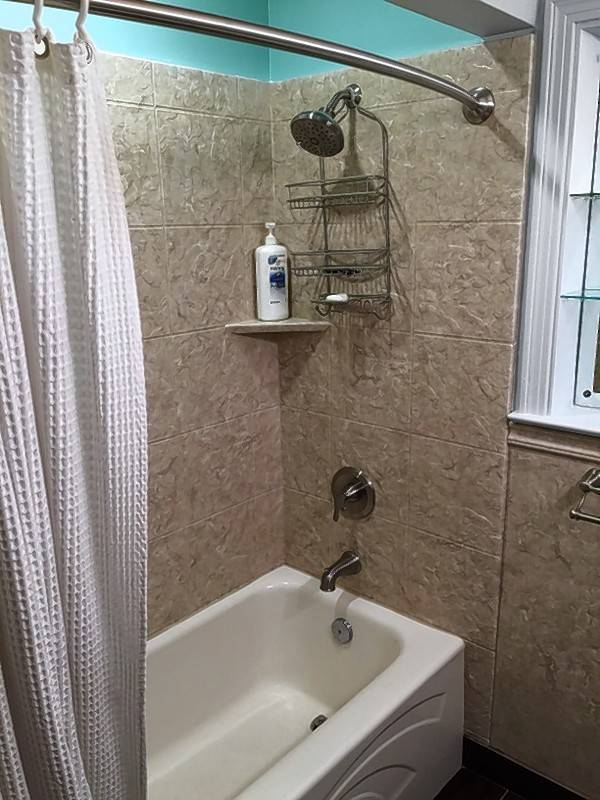 Ancient bathroom needs modern makeover for Bathtub covers liners