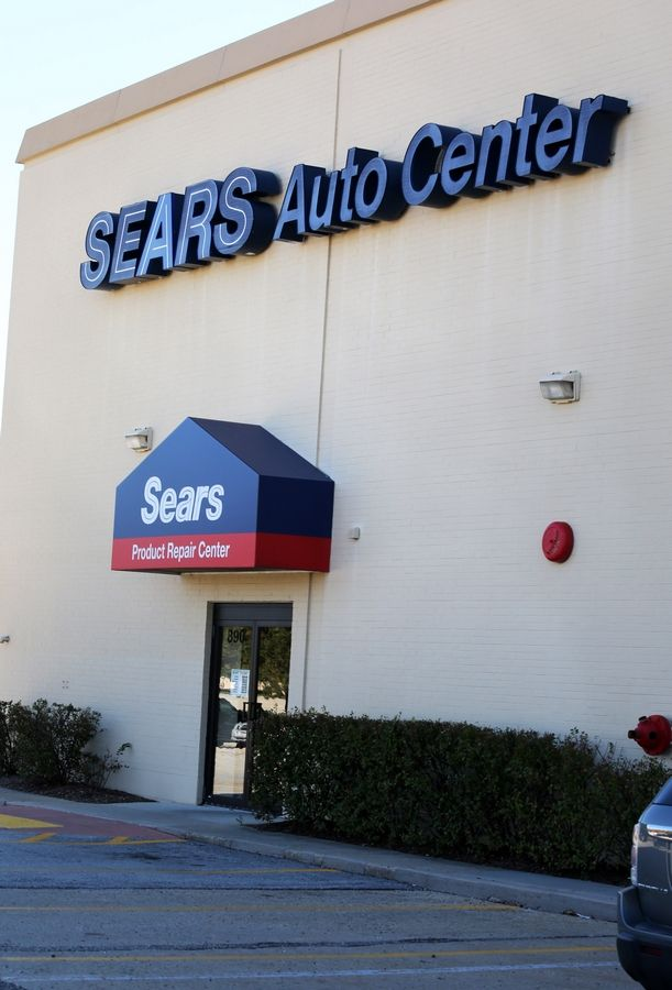 Sears in Oak Brook, elsewhere to be downsized