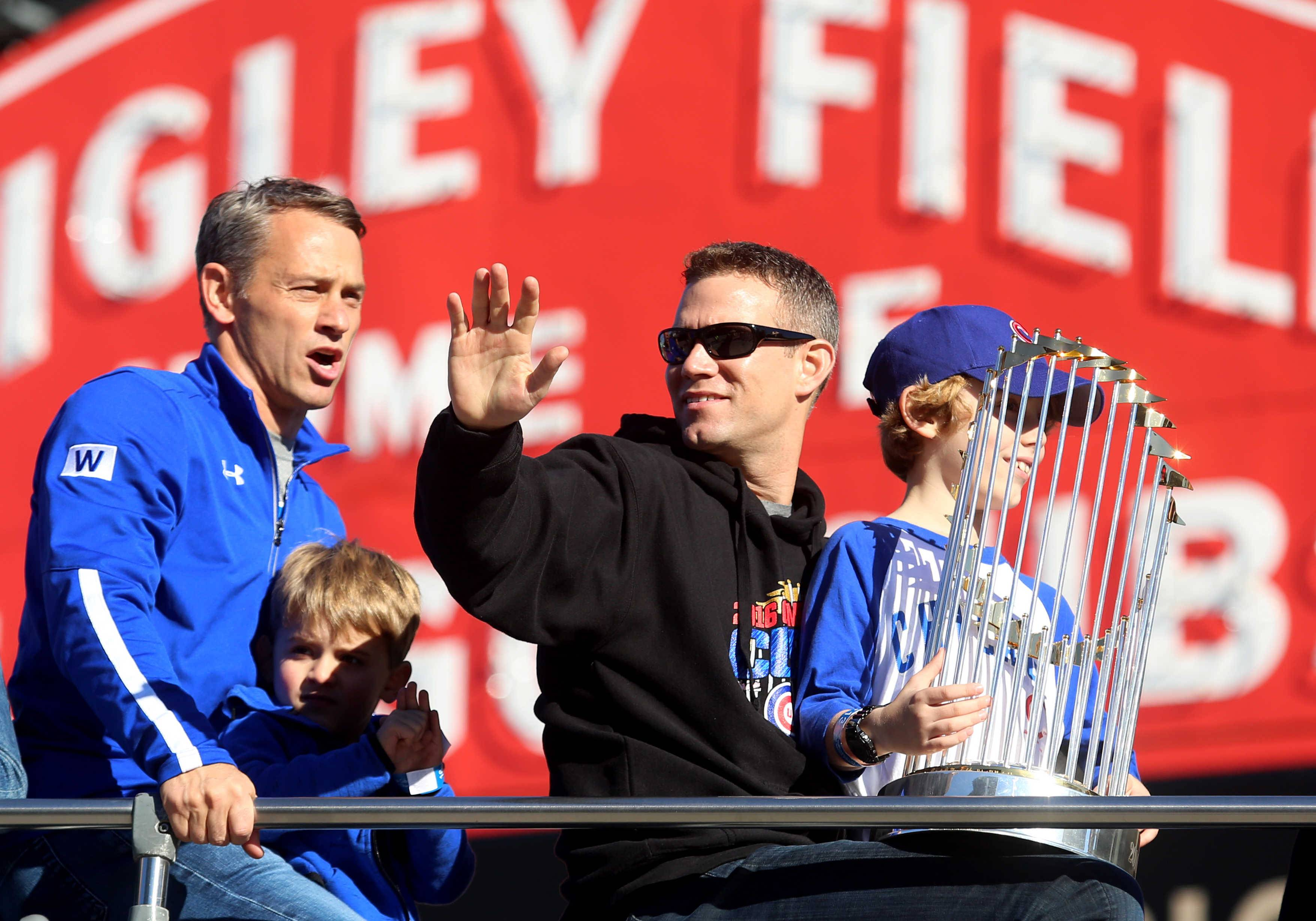 Images: Fans swarm Wrigley for Cubs parade