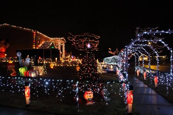 enter your house in the schaumburg park districts holiday house decorating contest schaumburg park district - Christmas Lights Interior Decorating