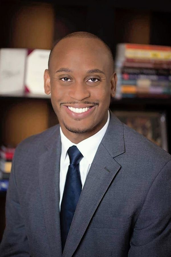 Corey Dixon has filed to run for a seat on the Elgin City Council in the April 4 election.